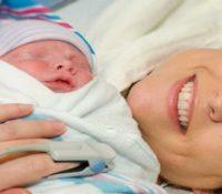 Kaiserschnitt nach Einsetzen der Wehen: Besser für die Gesundheit des Babys