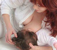 Hilfreiche Stillpositionen und Tipps für frischgebackene Mütter