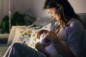 Wie Sie Ihr Baby im ersten Jahr stillen