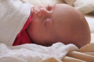 Der ultimative Führer für die Sicherheit des Baby's im Schlaf und für die Aufmerksamkeit zum plötzlichen Kindstod 1