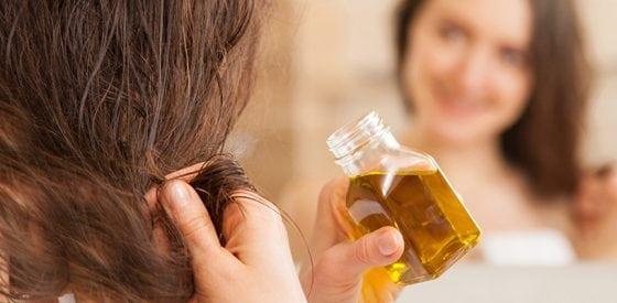 Haarprobleme während der Schwangerschaft: Natürliche Hausmittel zum Selbermachen