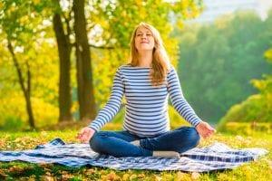 Atemübungen helfen bei Stressabbau und bei der Vorbereitung auf die Geburt während der Schwangerschaft