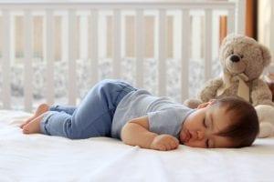 Wie Sie Ihrem Baby helfen, sich an die Sommerzeit anzupassen