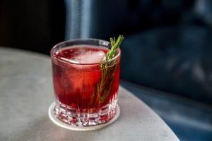 Die besten alkoholfreien Adventsmocktails für Schwangere