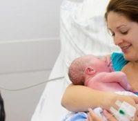 Die erste Woche nach der Entbindung: Was Sie erwartet