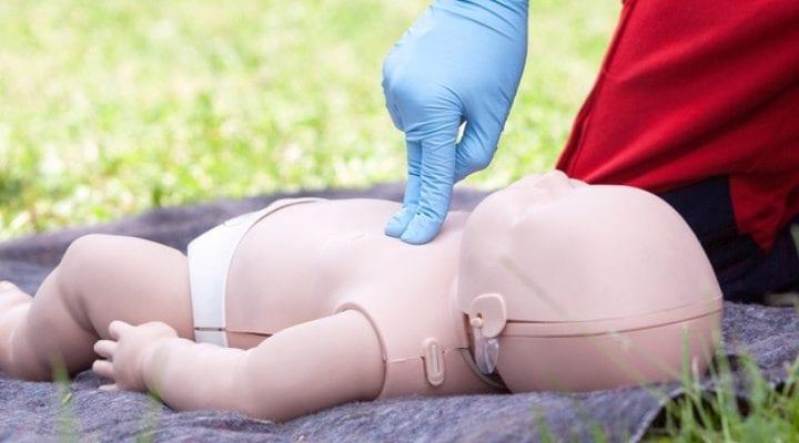 Erste-Hilfe-Maßnahmen, die alle neuen Eltern kennen sollten