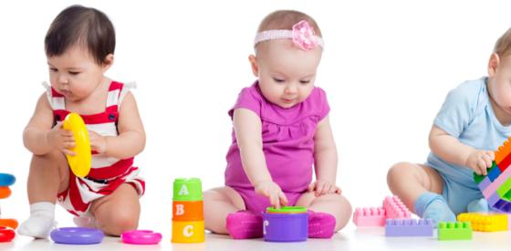 Klassische Spiele für die Entwicklung und Unterhaltung von Babys