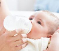 Nützliche Haltungen zum Stillen mit Fläschchen und Tipps für frischgebackene Eltern 5
